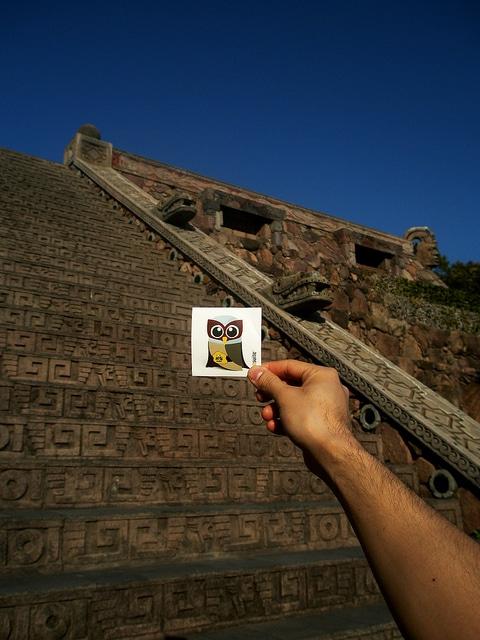 El Hootador and Aztec temple