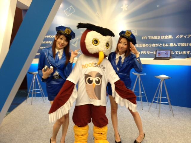 Owly with stewardesses