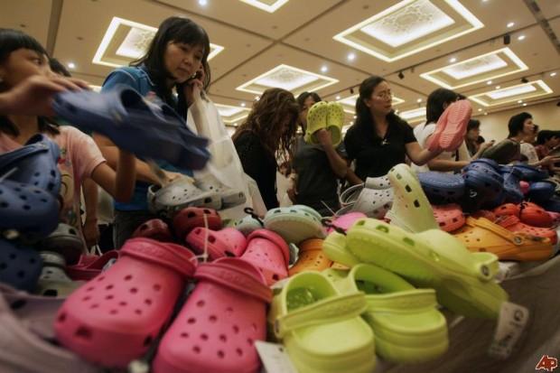 Berebut Crocs di Jakarta