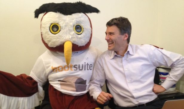 gregor robertson hangs with HootSuite's Owly