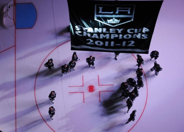 The LA Kings raise the banner