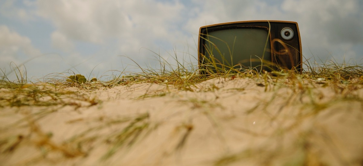 FacebookVideoVsYouTubeVideo-TV-Unsplash-1200x550