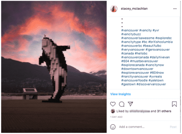 sculpture numérique d'orque près du Vancouver Convention Centre
