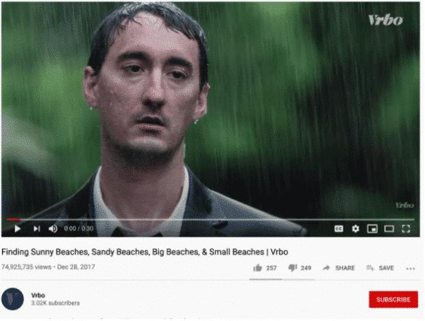 YouTube-Werbung von VRBO—ein trauriger Mann im Regen